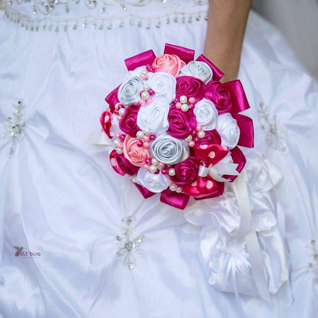 svatba foto, svatební foto,nevěsta, Liblice, zámek, fotograf, svatební fotograf, fotografka, líčení, láska, zámek Liblice, fotograf na svatbu
