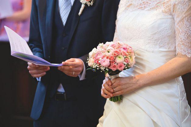 svatba foto, svatební foto, svatba Praha, Vltava, plavba po řece, kostel, svatební kytice, svatební fotograf, svatební koláčky